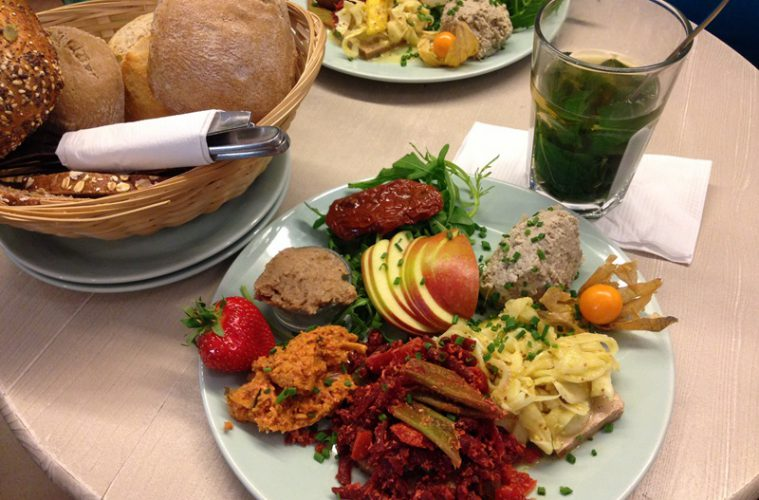 veganes vergn gen bei pauline in hamburg deutschland is. Black Bedroom Furniture Sets. Home Design Ideas