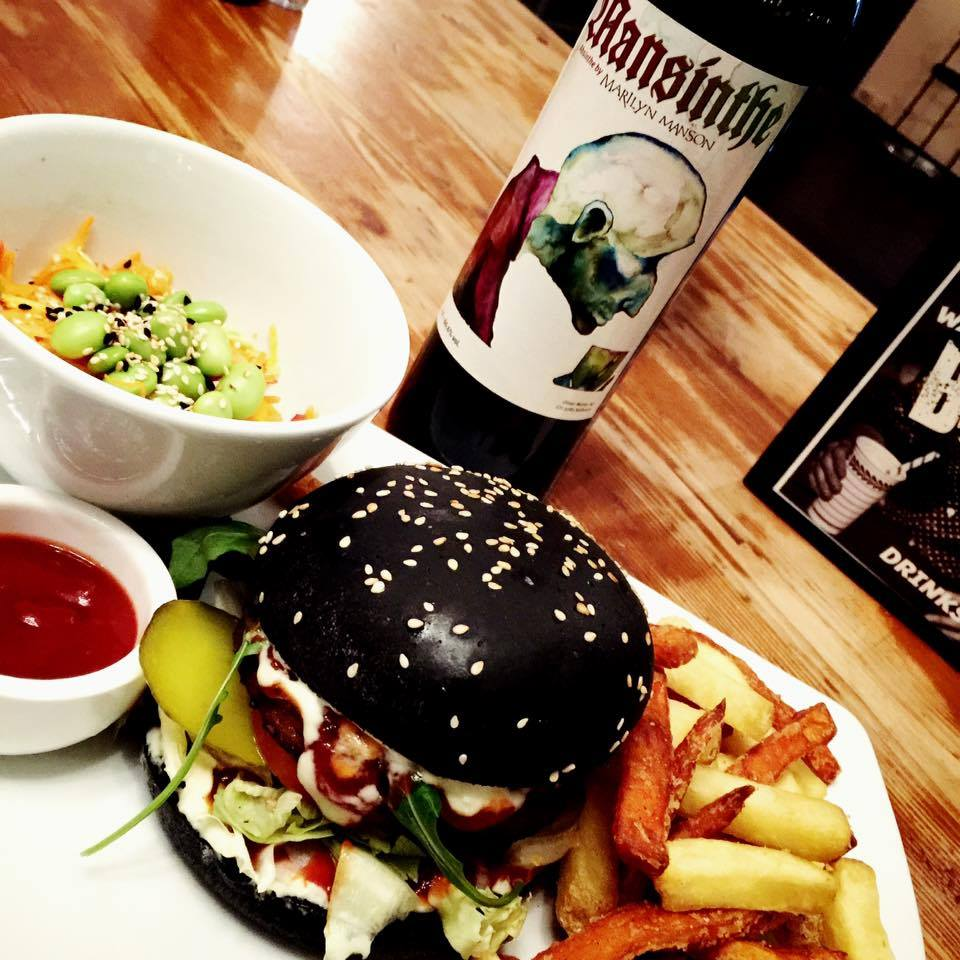 Eine gute Seele in der schwarzen Schale - der Manson-Burger