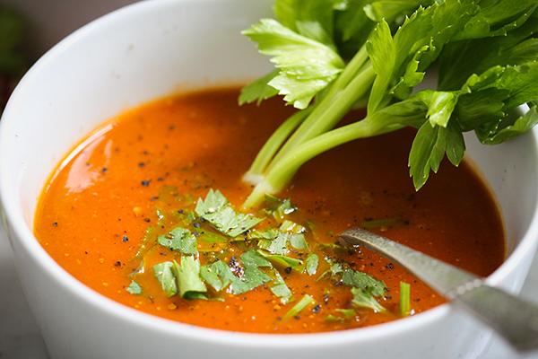 Herrlich aromatische Tomaten-Sellerie-Suppe