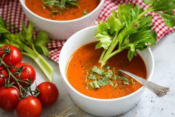 Vegane Tomaten-Selleriesuppe