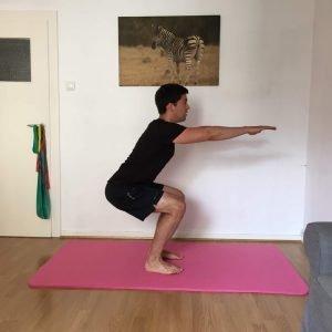 Sportübung: kniebeuge unten small