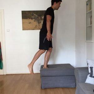 Sportübung: stuhlsprünge small 2