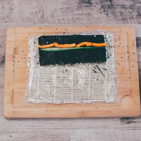 Veganes Sushi Inside Out mit Gemüse