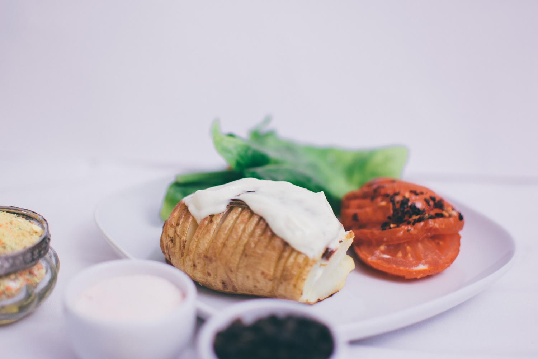Vegane Mayonaisse auf Ofenkartoffeln