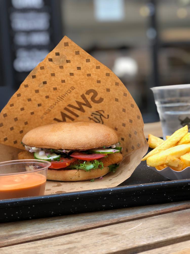 Im Swing Kitchen vegane Burger essen