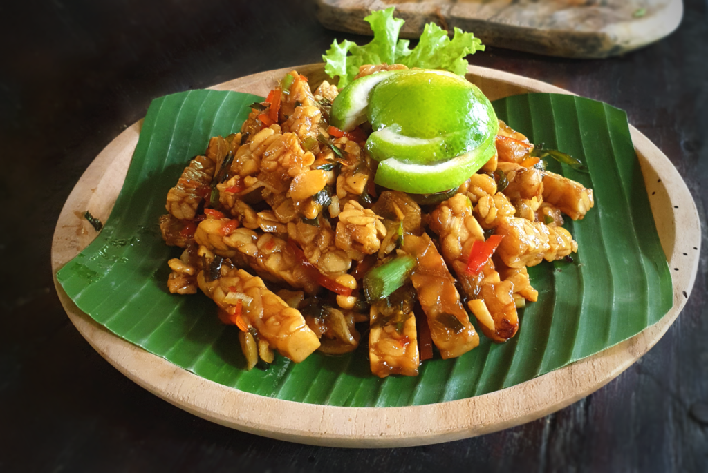 Einzigartige Buffets in Bali, lokale indonesische Gerichte wie Tempeh Manis