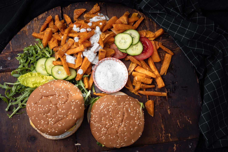 Beyond Meat Burger und Pommes