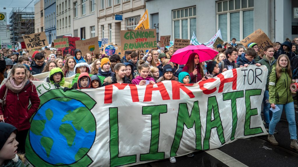 fridaysforfuture_demo_front
