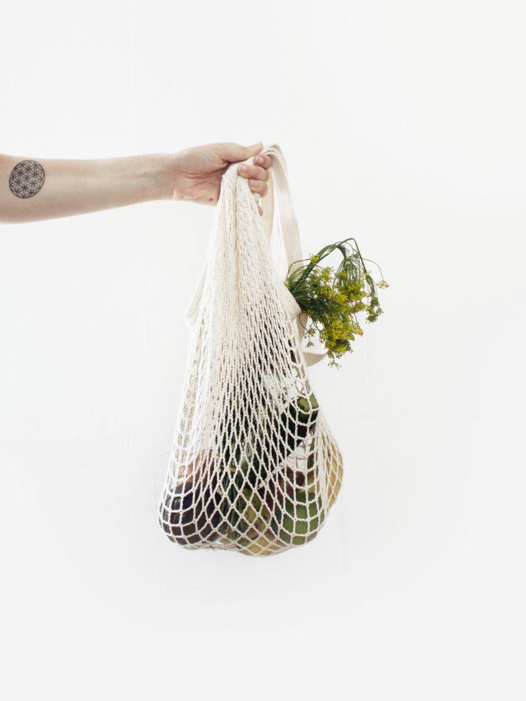Foodsharing-so-gehts_Behaelter-Lebensmittel_unsplash