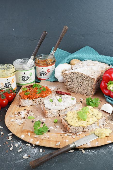 veganes Brot mit Sanchon Salat