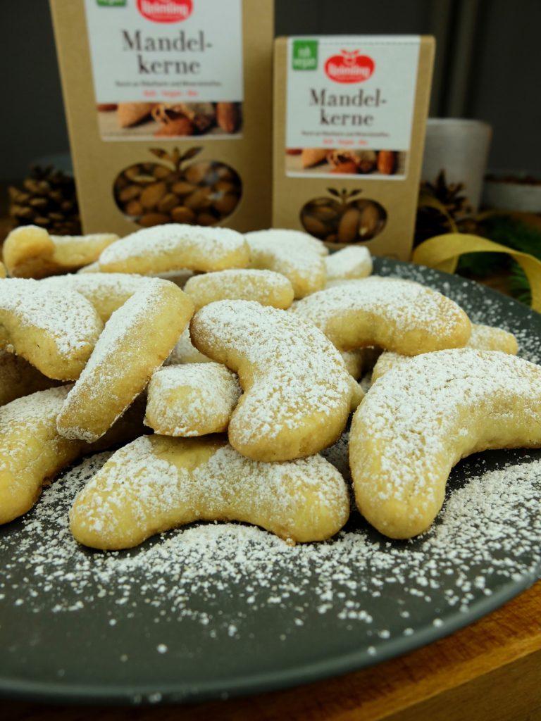 Vegane Vanillekipferl mit Mandelkernen von Keimling vegane Weihnachtsplätzchen Vegane Plätzchen