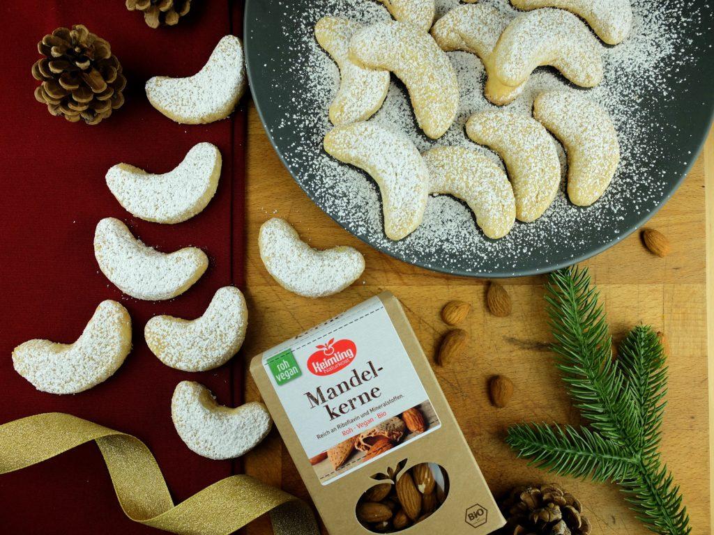 Zarte vegane Vanillekipferl mit Mandelkernen von Keimling vegane Weihnachtsplätzchen Vegane Plätzchen