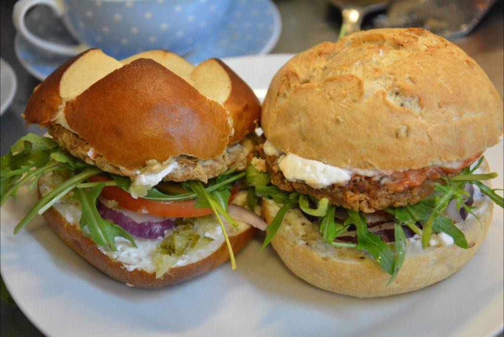 vegane burger essen im loving hut in wien