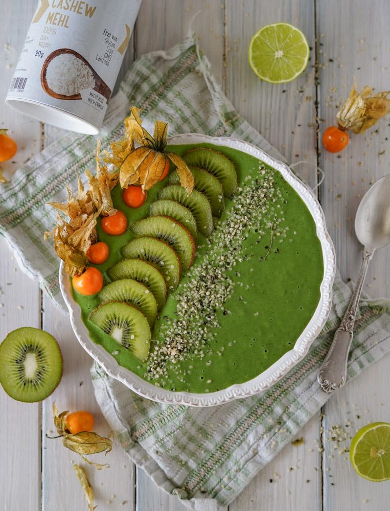 Grüne Smoothiebowl